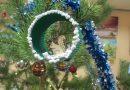 Svētdien, 10. decembrī Laucesas pagasta bibliotēkā bērni un pieaugušie iesaistījās egļu rotājumu darbnīcā, darinot daždažādas eglītes, 2018. gada simbolus un sniegavīrus.